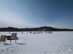 【北海道・網走】冬の風物詩!網走湖ワカサギ釣りツアー【半日・送迎あり】の画像