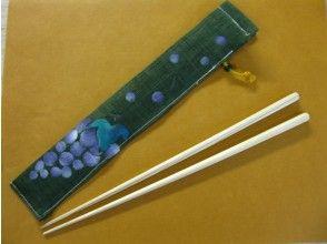 """[京都筷子拍體驗]京都珍貴木材筷子和筷子架製作印花真絲的""""北山杉樹""""!形象"""