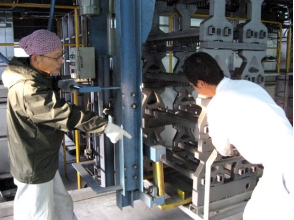 [Hyogo Himeji] craftsman touch the actual work experience! Image of smoked tile factory tour and craftsman work experience
