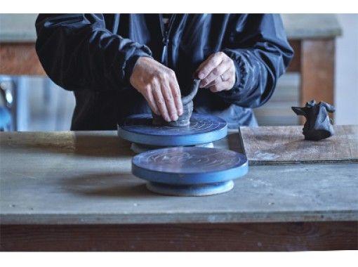 【滋賀・信楽】気軽に陶芸に挑戦しよう!バリアフリー設計の陶芸教室で手びねり陶芸体験(1時間)