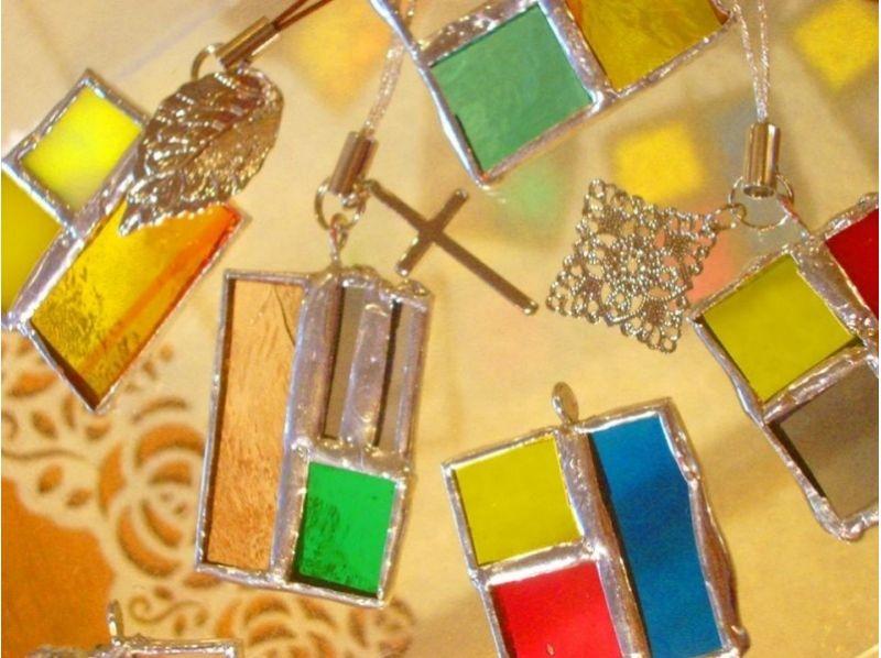【埼玉・川越】好きなガラスのパーツで華やかなアクセサリーを作ろう!ステンドアクセサリーの紹介画像
