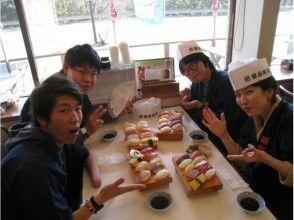 [ประสบการณ์ซูชิอิซุ-Nigiri] ประสบการณ์พ่อครัวซูชิของแท้! ภาพของประสบการณ์ Nigiri ซูชิ 10 แผนสอดคล้อง