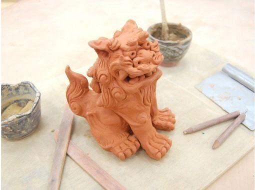 """[沖縄護]對於那些想要享受3個小時的遊客,也歡迎""""正宗陶器風獅子製作體驗""""的初學者!の紹介画像"""