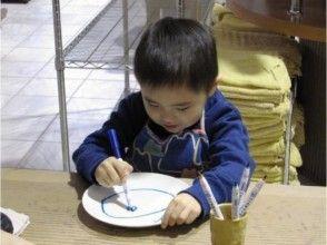 【静岡県・絵付け体験】小さなお子さまも安心して楽しく!お皿絵付け体験の画像