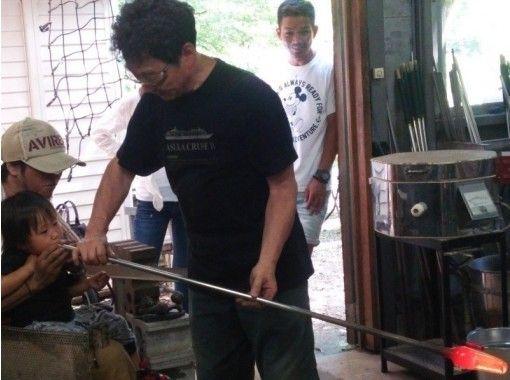 【山梨・上野原】自然に囲まれた工房で吹きガラス体験「オリジナルグラスづくり」3才からOK!