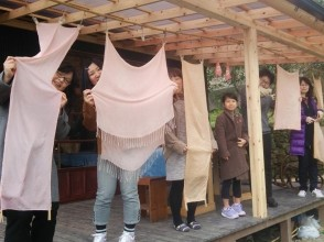 【Nagasaki · plant dyeing】 Dyed from plants and fluffy nature color! Image of trying to dye the stole