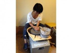 【沖縄・南部で陶芸体験】陶芸作家の個人工房でのんびり、ロクロで気軽に作ろう!!南部南城市玉城