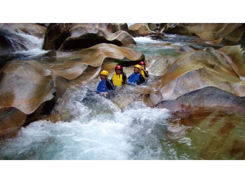 [Oita ・ Saiki] Unesco Eco Park certified! Grandma's unexplored area in the Fujikawachi Valley canyoning tour!