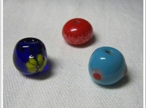 【鳥取・ガラス細工】好きな模様の「とんぼ玉」を作ろう!