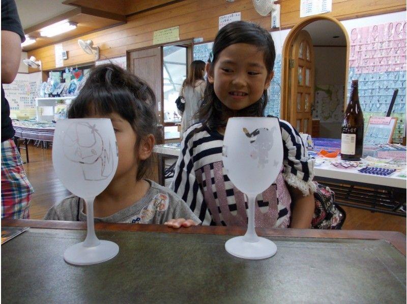 [静冈/伊东市]喷砂工艺体验经验-在玻璃上雕刻图案和图案!从孩子的年,您可以享受多达这些分布的!の紹介画像