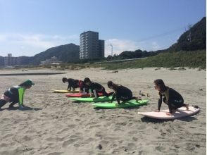 【Tokushima】 Beginners also take secure takeoff. ! Surfing experience image at Tokushima with rent