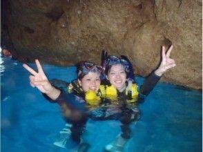 沖縄☆青の洞窟シュノーケリング 魚の餌付け&写真撮影付きの画像
