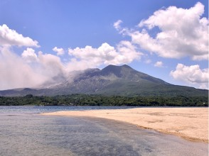 【Kagoshima · cruising】 It is not only cruising! Land on a desert island and enjoy camping as well! Image of the island tour