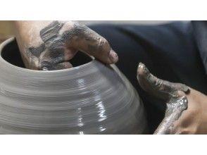 【岡山・備前】1回1組限定で作家がマンツーマン指導してくれる!「手びねり」備前焼陶芸体験コースの画像