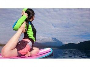 【富士山を目の前に癒しのサップヨガ体験】(SUPヨガ、スタンドアップパドルボードヨガ)