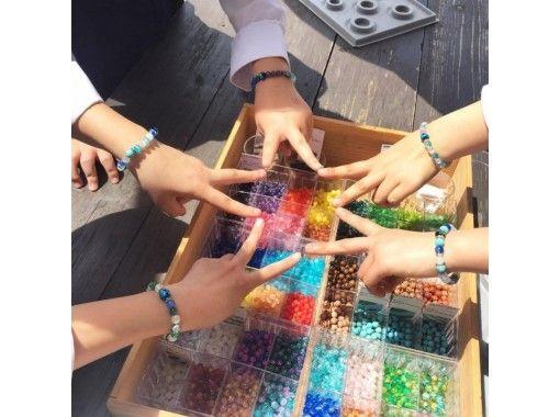"""【沖縄・本部町】沖縄の海の宝石""""蛍石""""とパワーストーンで「ブレスレット」を作ろう!"""