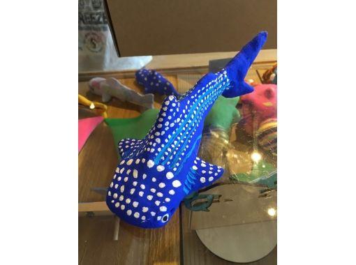 【沖縄・本部町】美ら海水族館で人気のジンベイ・マンタに「絵付け」体験!