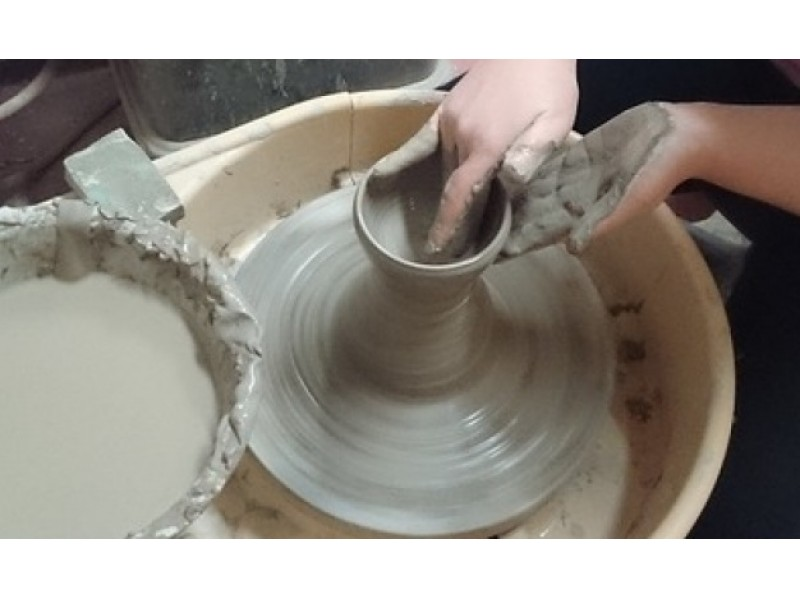 [Fukuoka Prefecture Iizuka City] Ceramics experience-Let's make a bowl using an electric potter's wheel! Beginners are safe because of one-on-one instruction!