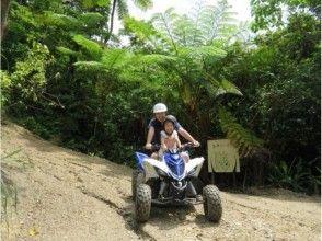 【沖縄・名護】4輪バギーでやんばるの森を気持ちよく走る!散策タイムもあり[バギーライドツアー]の画像