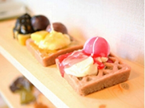 "【Tokyo · Mizumi Miyae】 It's irresistible for sweets like love! • Image of trying handmade ""waffle candle"""