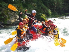 [Tokyo Okutama] clear stream and a spray of water hit the heart! Rafting (downstream half-day course)