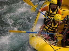 [Yamanashi Katsura, Otsuki, Fuji Five Lakes than 40 minutes] half-day torrent rafting tour (AM course) / single occupancy 7500 yen