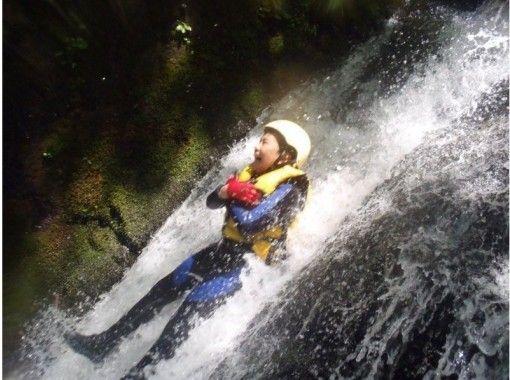 【東京・多摩川を冒険!】爽快シャワークライミングツアー(半日コース)
