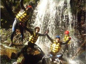 【東京・多摩川を冒険!】爽快シャワークライミングツアー(半日コース)の画像