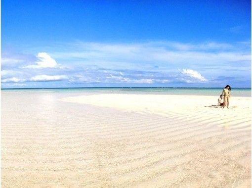 【鹿児島・与論島】神秘の砂浜、百合ヶ浜へのクルージング!スノーケルセットレンタルもあり!