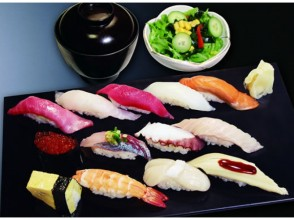 "【Asakusa / Tsukiji】 Cruise on the Sumida River and walking around Hamarikyu & Tsukiji ""Sushi Zamai"" handful sushi lunch 【2695】"