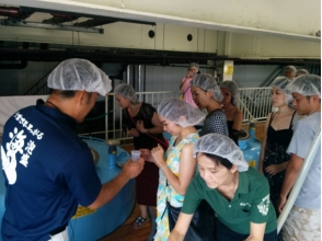 [โอกินาวา Itoman] โรงงานกับทัวร์! ประสบการณ์ผสมผสาน Awamori ภาพต้นฉบับ