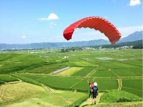 【熊本・阿蘇】ふわりと空中散歩。パラグライダー半日体験(日本語理解できる方限定)の画像