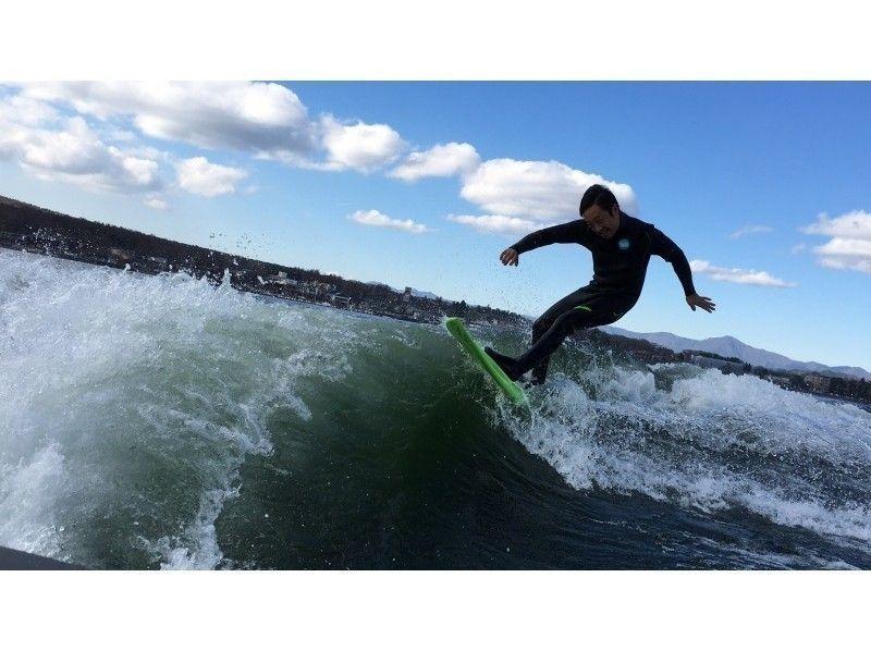 【山梨・山中湖】ボートの波でエンドレスサーフィン!1時間貸切コースの紹介画像