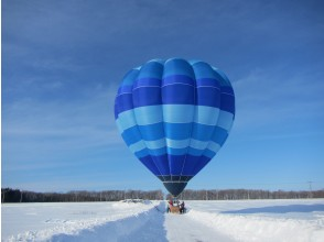 WEB limited, [Hokkaido, Shiretoko] Okhotsk, drift ice hot-air balloon free flight (special plan with boarding souvenir)