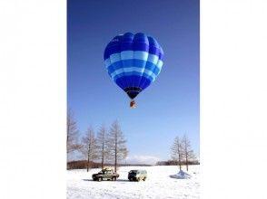 【北海道・知床】熱気球フリーフライトと神の子池スノーシューツアーの画像