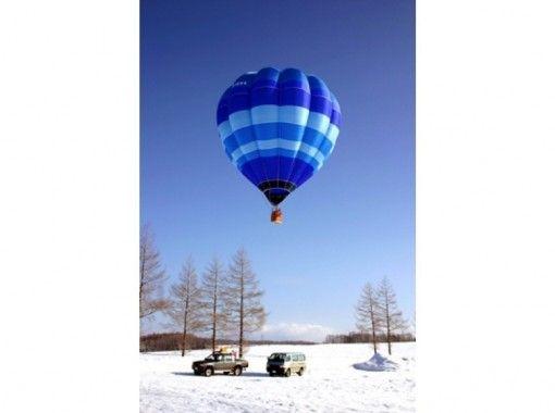 【北海道・知床】熱気球フリーフライトと神の子池スノーシューツアー