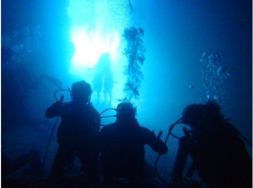安心初心者向けの【北谷 恩納村 青の洞窟 貸切】ゆったり体験ダイビングプラン