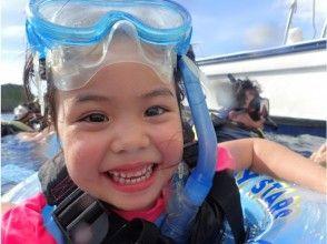 【2岁以上可以参加!蓝洞船浮潜之旅】拍照礼物,免费喂食