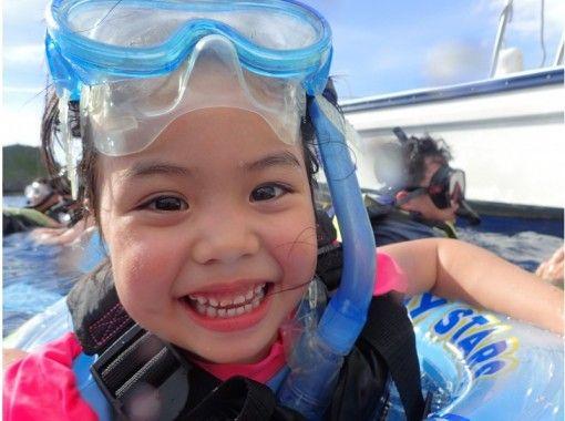 他的超級夏季促銷正在進行中! !! 【2歲以上可以參加!藍洞船浮潛之旅】拍照禮物,免費餵食の紹介画像