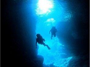 【ボートで行く青の洞窟体験ダイビング】ツアー写真プレゼント・餌付け付き・快適なボートでご案内