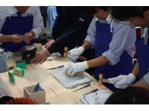 【薩摩・霧島】300年の歴史!伝統工芸「薩摩錫器(さつますずき)」の技を体験!オリジナルのお皿を作ろう!