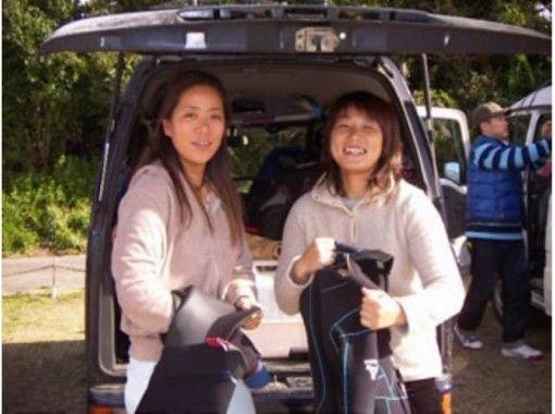 【神奈川・湘南・サーフィンスクール】社会人女性2人以上の方限定!ハイビスカスプラン/4900円