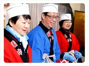 [นารา Hokke-ji-cho] จะกินซูชิถือในสถูปมุ่งมั่น! ภาพของ <ใบหลักสูตรซูชิของลูกพลับ>