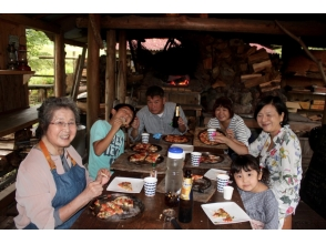 【Shizuoka / Izu】 Perfect for greedy girls who want to do everything! Pizza Grill & Craft Experience & Image of Wood Falling