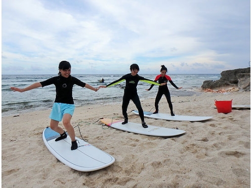 【沖縄・南部】体験サーフィンコースで、まずははじめの1ボード!