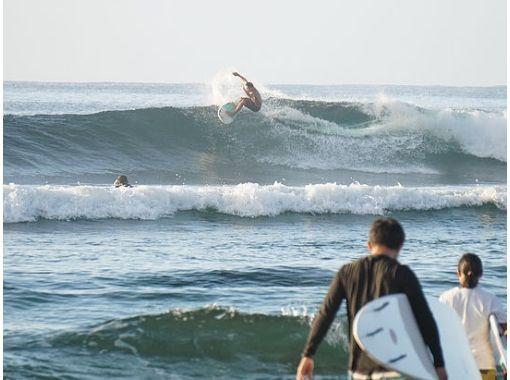 【沖縄・南部】サーフィン中級コースで、サーフィンの技の幅を広げよう