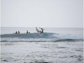 【沖縄・南部】極めたい人へ。マンツーマンのサーフィンプライベートコース