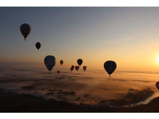 【埼玉・加須】最高高度1000mで風になる!オプションも豊富な熱気球フリーフライト体験!の紹介画像