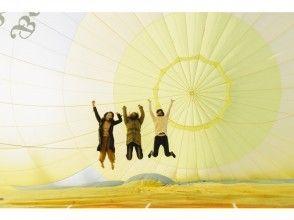 【埼玉県・加須】シャンパンやドローンも!?最高高度1000mのFreeFlight体験【早得付き】