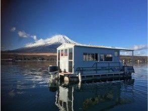 【山梨・山中湖】<~8名>ミニドーム船を貸切!手ぶらで参加わかさぎ釣り体験(バス停より徒歩30秒!)